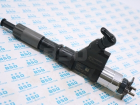 Common Rail Fuel Injector 095000-8011 Truck Parts for HOWO A7 VG1246080051